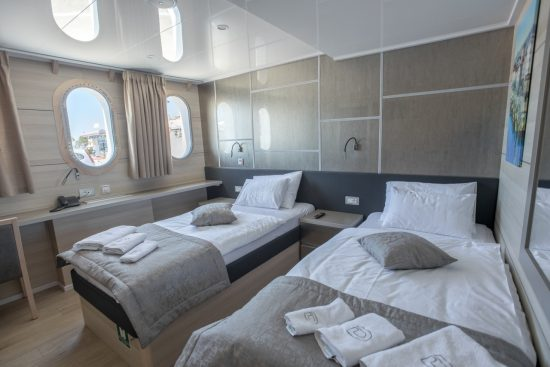 MS Desire - Twin Cabin
